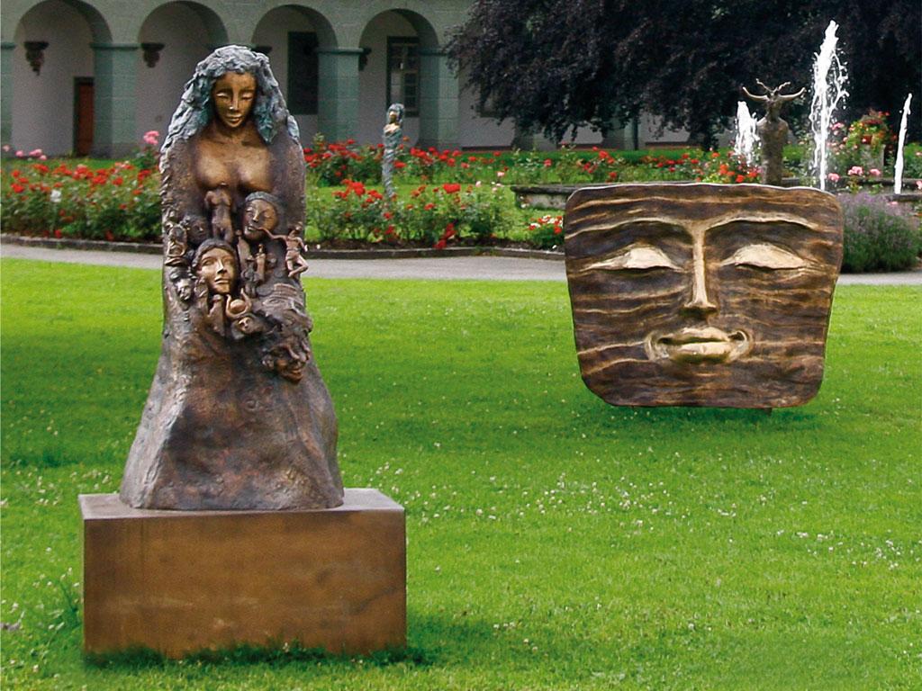 Gaia (Höhe:1,85 m) und Großes Lächeln (1,3 x 2 m)
