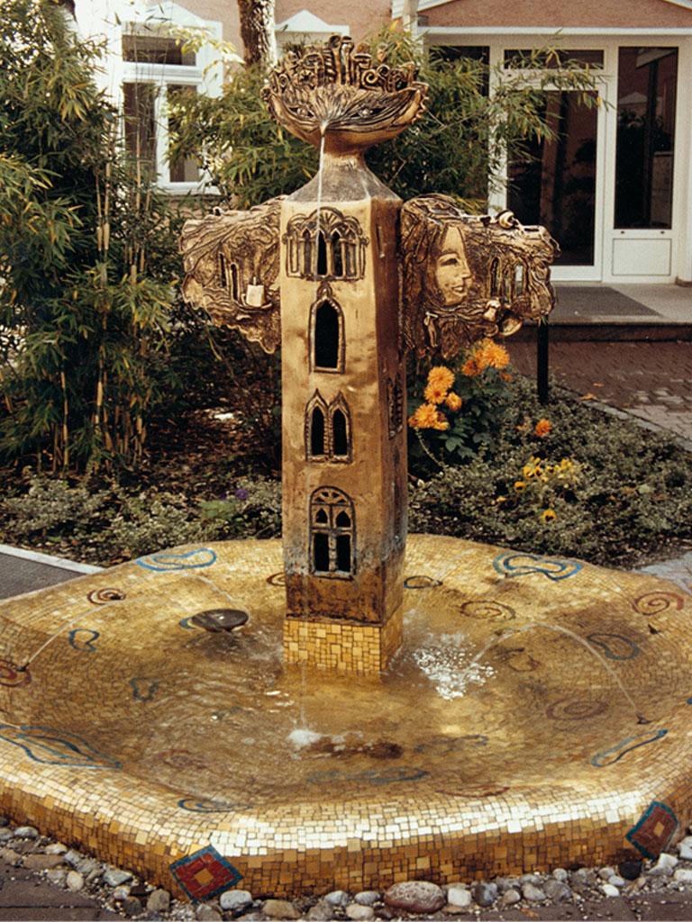 Weltenvogel Brunnen, Bronze und Mosaik, Türkenstraße München